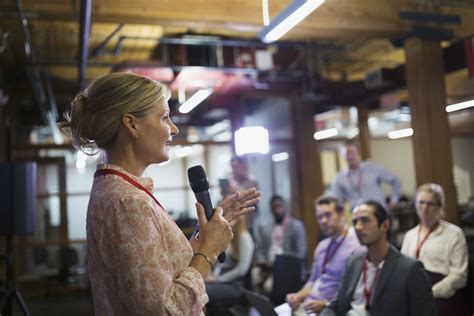 8 Master Tips on How to Get Paid for Public Speaking
